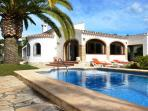 Relaxing pool & gardens