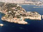 Foto aérea de Sant Telm, San Feliu y el puerto.