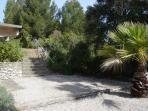 L'escalier de pierre pour accéder à la villa à partir du parking privé