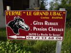 Indication au village de la Roche St Secret Béconne