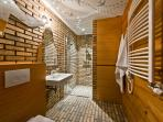 Exceptional  bathroom with very special lighting