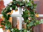 Stables Cottage comes ready for Christmas with a beautiful tree, decorations and an ivy wreath