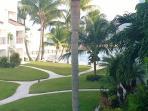 Courtyard to beach from Lanai