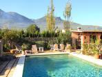 --gran piscina y solarium muy espacioso!!!!