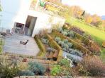 Terrasse und Vorgarten im Souterrain