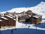 vue arrière (côté école de ski)