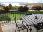 Balcone per la colazione in estate
