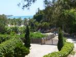 Acceso a la playa de Altafulla por el Castillo de Tamarit