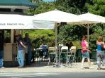 Relaxing at the open air cafés -Principe Real garden - 200m to your right