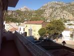 terraza exterior con unas vistas impresionantes de la sierra de grazalema
