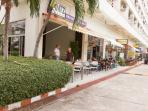 Restaurants, massage-, laundry- and small food shops in View Talay Jomtien Condominium, Building 1A