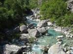 Rivière 'La Roanne' pour baignade à 10 km