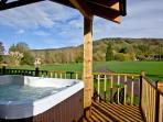 Woodpecker Lodge, Redlake Farm located in Glastonbury, Somerset