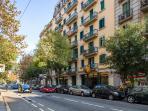 Building's facade, unbeatable location in Barcelona!