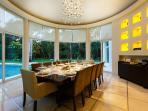 Villa Aqua dining room