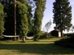 espace 'hamacs' pour des moments de repos à l'ombre du parc.