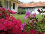 Très jolie maison avec jardin, parking clos, chambres climatisées et wifi.
