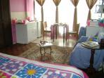 Vista completa, dormitorio, sala, comedor, cocina, en el hall el escritorio y el baño completo.