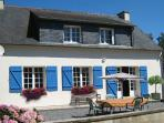 Brittany Cottage (sleeps 8). Detatched house close to bar/restaurant. Free Wifi.