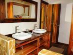 THE POINT HOUSE Master bathroom