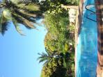 Eigender Swimmingpool leider liegend