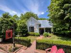 2BR/2BA Brigadoon: Stunning Cottage in the Center of Leiper's Fork
