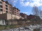 Fachada edificio desde el río