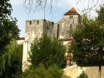 Tour Sarrasine et église Saint Sylvain, depuis je 'Jardin du Coran'