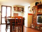 sala da pranzo con angolo cottura