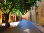 The old medieval town of PEZENAS for shopping !