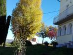La casa con i colori dell'autunno.