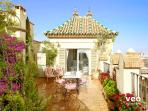Penthouse with 2 bedrooms, 2 bathrooms and garden terrace.