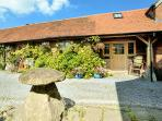 DAIRY BARN, pet-friendly luxury cottage in Kilmington near Mere Ref 23508