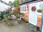 RIVER VIEW, romantic, country holiday cottage, with a garden in Calwich, Ref 2359