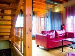 Salón con chimenea y sauna