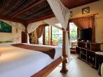 Ground-floor studio has king 4-poster bed + single