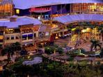 Minutes away to Greenbelt Malls