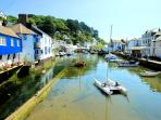 Oversteps is located in the heart of picturesque Polperro & is just 200 meters from the harbour