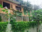 Casa no meio do Jardim House in the middle of a garden