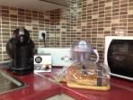 cafetera , tostadora microondas y exprimidor de naranjas