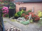 Garten im Innenhof vor dem Ferienhaus