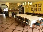 Amplio comedor para todo el grupo de visitantes, disfruten de la tradición cajamrquina.