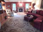 The Dundee Roost: Cozy-Rustic-Chic Downtown Home