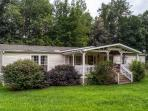 Cozy 3BR Hayesville House w/Wifi, Large Flat Yard & Year-Round Mountain Views - Peaceful Logan Creek Location! Easy Access to Outdoor Recreational Activities and Pet Friendly!