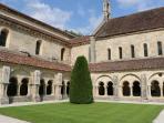 Incontournable visite de l'Abbaye de Fontenay classée au Patrimoine Mondial de l'Unesco.