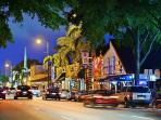 Only 20 minutes to Little Havana, its bars, restaurants and nightlife.