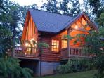 Lil' Bear Log Cabin with Breath-taking Bluff View!