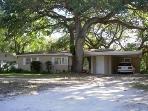 Bargain Quiet Cozy Home under Canopy of Oak Trees