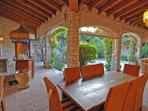 outdoor dining in the courtyard