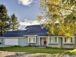 Explore beautiful Montana from 'The Happy Home,' a lovely 3-bedroom, 2-bath vacation rental home in Kalispell!